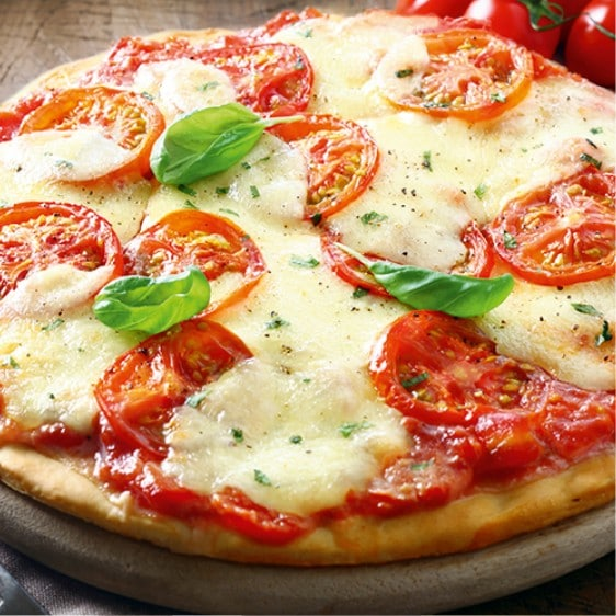 Pizza avec du fromage fondu industriel sans additif